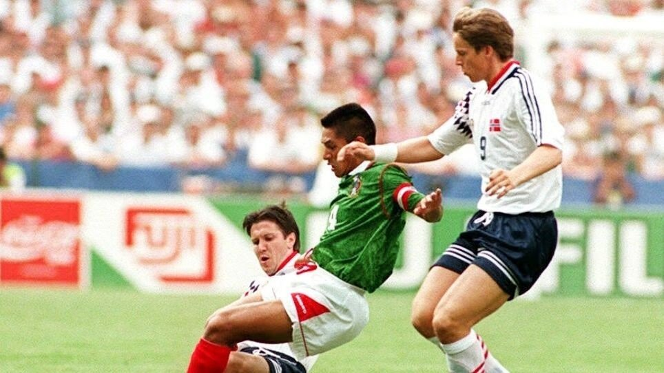Klikk på bildet for å forstørre. LANDSLAGSSTJERNE: Fjørtoft representerte det norske landslaget under VM i USA i 1994.