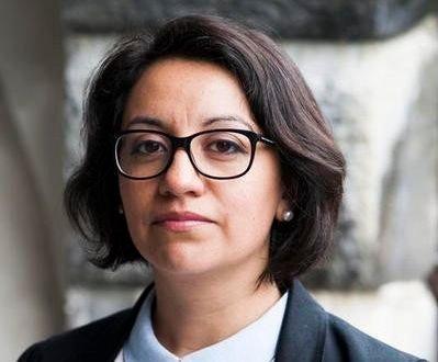Klikk på bildet for å forstørre. UiB-forsker Katherine Duarte mener klimajournalistikken har endret seg i positiv retning, og at det er et bedre kommunikasjonsforhold mellom journalistene og klimaforskerne nå enn før. - Men fortsatt ser vi at usikkerhet i klimaforskningen er vanskelig både for forskere og journalister. Men det betyr ikke at vi ikke vet nok. En tommelfingerregel er at man bør nevne tre løsninger for hver konsekvens for ikke å ta motet fra folk, sier Duarte.