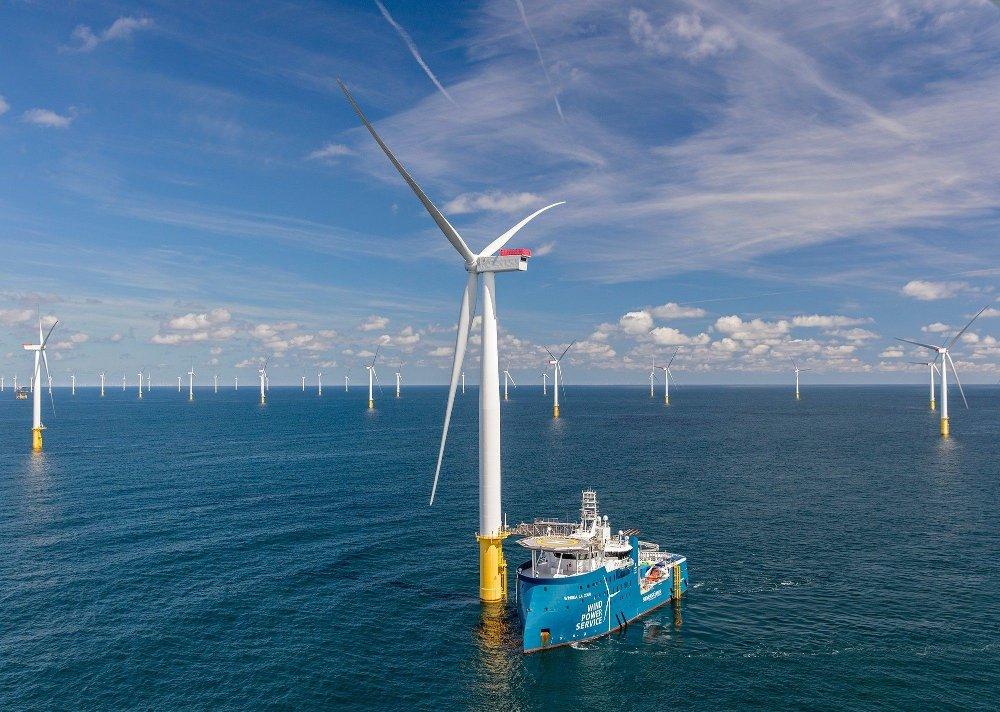 Klikk på bildet for å forstørre. En servicebåt fra Siemens på et annet havvindprosjekt.