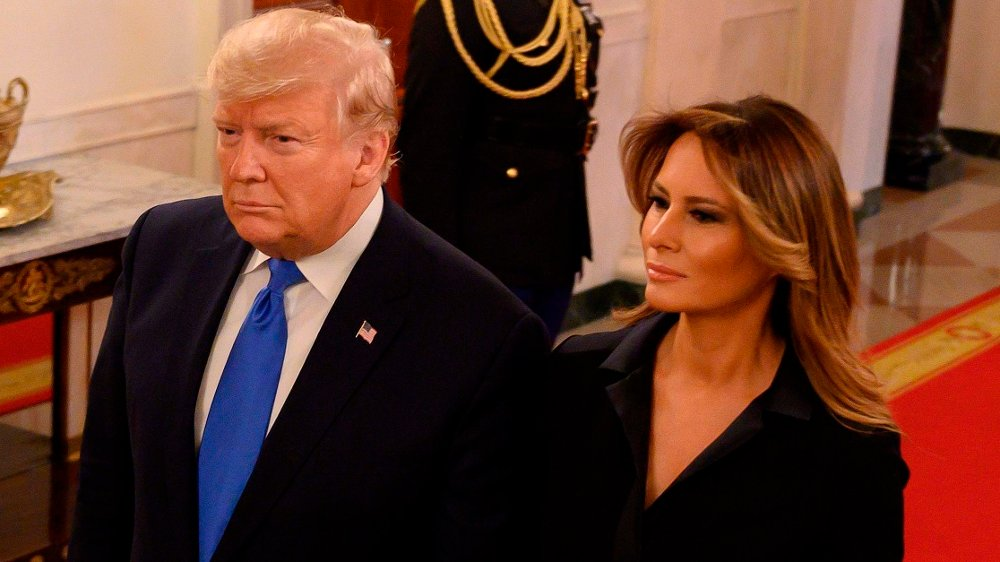 Klikk på bildet for å forstørre. Trump honors medal to arts and entertainment figures, including author James Paterson and actor Jon Voigt US President Donald Trump and First Lady Melania Trump enter the East Room before a ceremony to award the National Medal of Arts and National Humanities Medals in the East room of the White House on November 21, 2019.