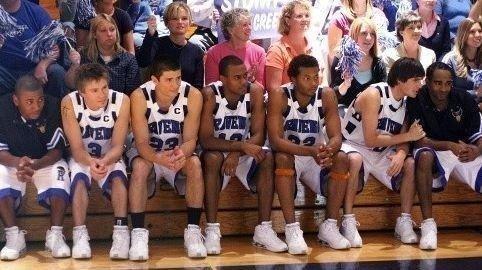 Klikk på bildet for å forstørre. Basketball-laget i «One Tree Hill»