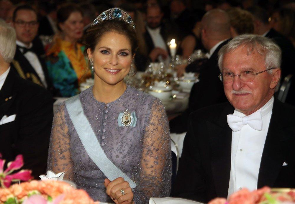 Klikk på bildet for å forstørre. Sweden's Princess Madeleine and Nobel Chemistry Prize 2015 co-winner US Paul Modrich attend the 2015 Nobel Banquet at the Stockholm City Hall on December 10, 2015. AFP PHOTO / SOREN ANDERSSON