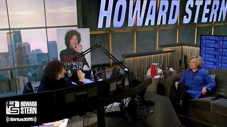 Klikk på bildet for å forstørre. Hillary Clinton snakker ut i The Howard Stern Show.
