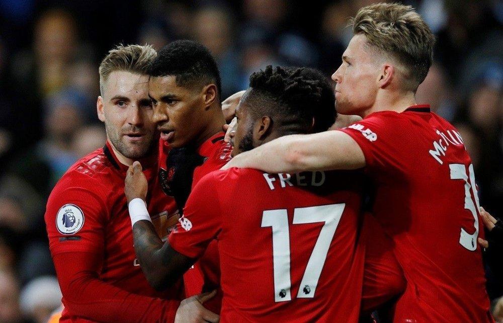 Klikk på bildet for å forstørre. STOR TRIUMF: Manchester United-spillerne kunne juble for tre poeng mot Manchester City lørdag.