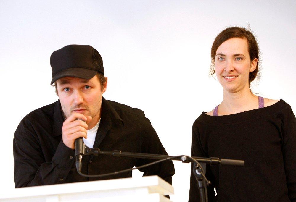 Klikk på bildet for å forstørre. OSLO 20080925: Regissørene Vegard Vinge og Ida Müller fikk utdelt Kritikerprisen i Teater torsdag ettermiddag. Her takker de to for prisen.