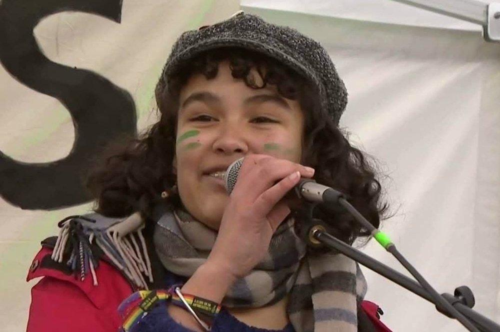 Klikk på bildet for å forstørre. MOT KLIMAENDRINGER: Tina Razafimandimby Våje var en av initiativtakerne til klimastreikene i Norge, og har snakket høyt for kravet om endring under flere arrangementer.