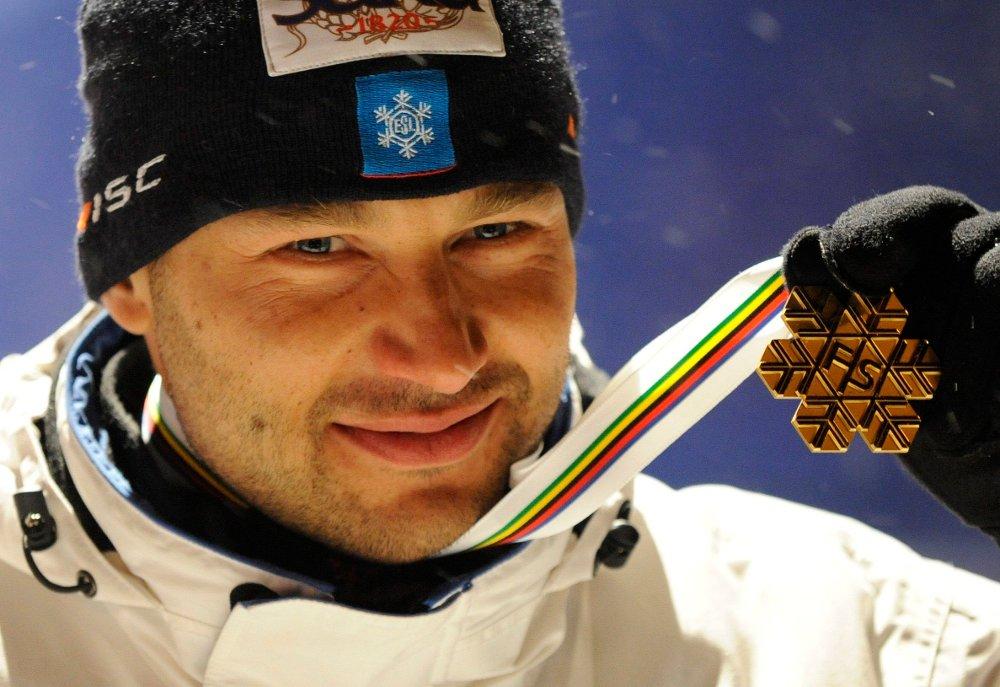 Klikk på bildet for å forstørre. MEDALJEVINNER: Andrus Veerpalu tok flere medaljer i både OL og VM i løpet av sin karriere. Som utøver ble han frikjent for dopingbruk i Idrettens voldgiftsrett. Som trener ble han i fjor utestengt i forbindelse med dopingskandalen i Seefeld.