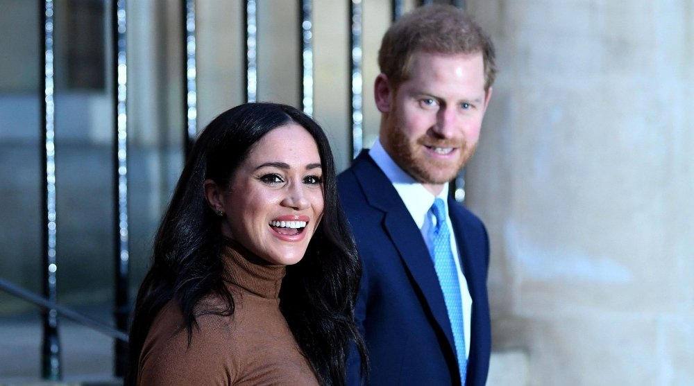 Klikk på bildet for å forstørre. Prins Harry og hans kone Meghan Markle sier de vil trekke seg tilbake fra fremste rekke i det britiske kongehuset og bli finansielt uavhengige.