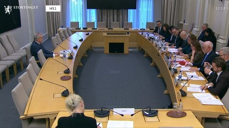 Klikk på bildet for å forstørre. Tidligere riksadvokat Tor-Aksel Busch i høringen i Stortingets kontroll- og konstitusjonskomite torsdag.