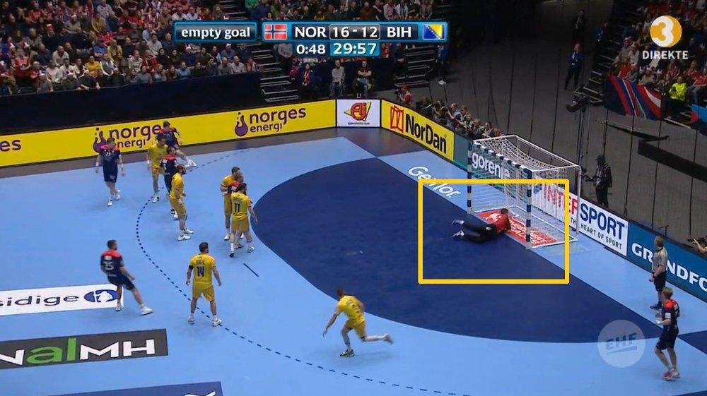 Klikk på bildet for å forstørre. VAR DEN INNE? Dommerne var usikre og tok derfor en titt på reprisen. Publikum i Trondheim Spektrum fikk ikke se noen reprise.