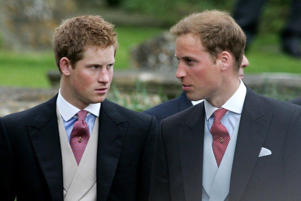 Klikk på bildet for å forstørre. BRØDRE: Prins William synes det er trist at broren har bestemt seg for å trekke seg tilbake fra kongefamilien. Her er brødrene fotografert sammen i 2006.