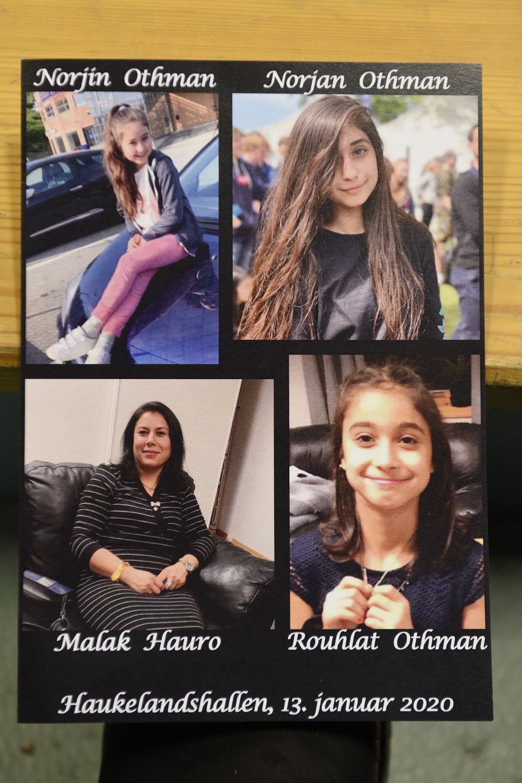 Klikk på bildet for å forstørre. Bergen 20200113. De tre jentene, Norjin, Norjan og Rouhlat Othman og moren Malak Hauro som døde etter brannen i Ytrebygda begraves på Loddefjord gravplass. Først er det samling i Haukelandshallen der det er bønn og taler for de døde.