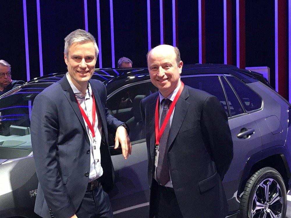 Klikk på bildet for å forstørre. Adm. dir. Dimitris Trispospitis og informasjonssjef Espen Olsen i Toyota Norge er på plass i Amsterdam.