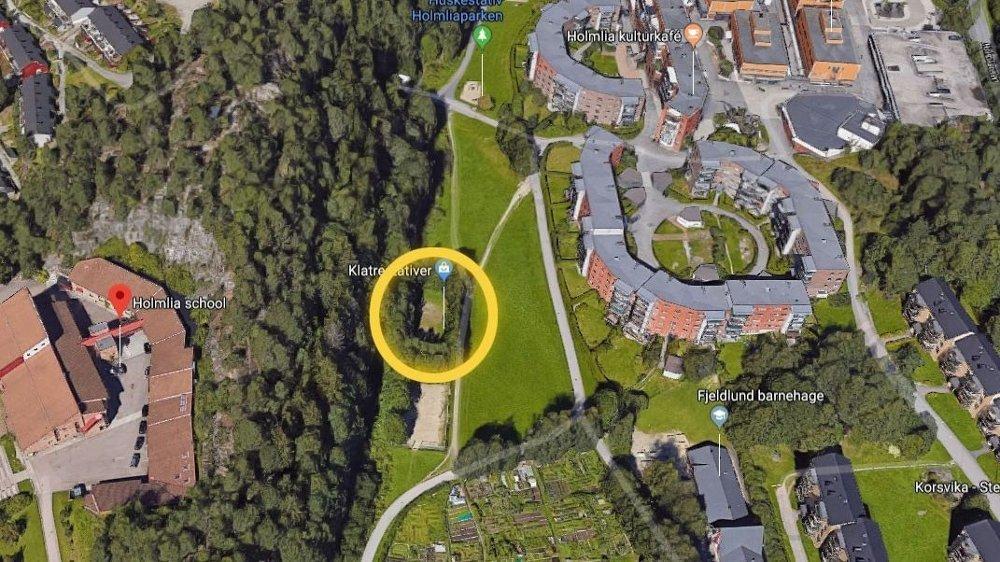 Klikk på bildet for å forstørre. ÅSTED: De to guttene møttes på denne lekeplassen like ved Holmlia skole i Oslo.