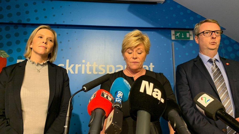 Klikk på bildet for å forstørre. TAKKET FOR SEG: Frp-leder Siv Jensen og Frp-nestlederne Sylvi Listhaug og Terje Søviknes på pressekonferansen der Frp kunngjorde sin regjeringsexit.