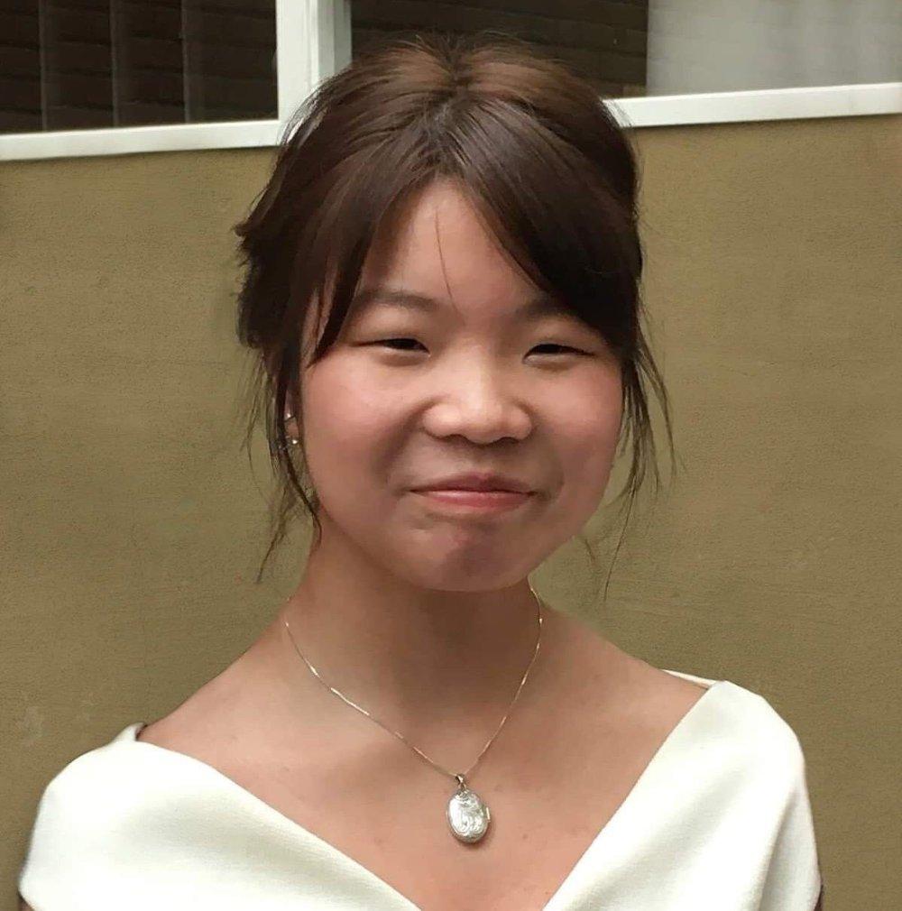 Klikk på bildet for å forstørre. Avdøde Johanne Zhangjia Ihle-Hansen. Her er hun oppstaset. Familien mener dette også var en del av hvem Johanne var. Bildet brukes med tillatelse fra familien.