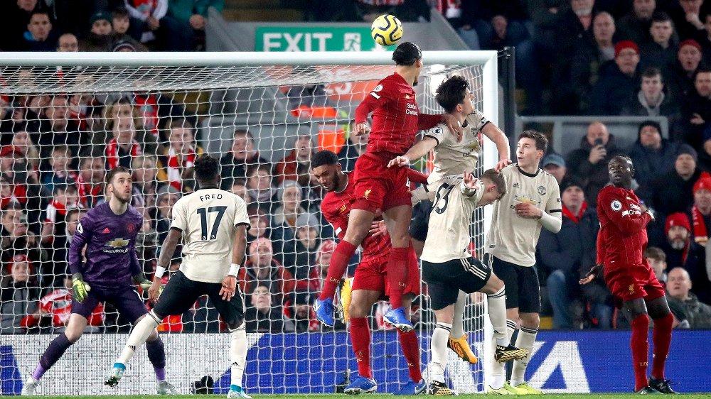 Klikk på bildet for å forstørre. DØDBALLMÅL: Liverpools Virgil van Dijk scorer mot Manchester United.