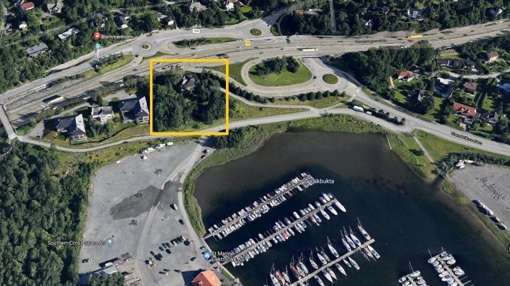 Klikk på bildet for å forstørre. Villa Borgen ligger mellom E18 og Blommenholm Båtforening. Her var planen å fortette med seks store leiligheter, men Bærum kommune er mildt sagt skeptiske.