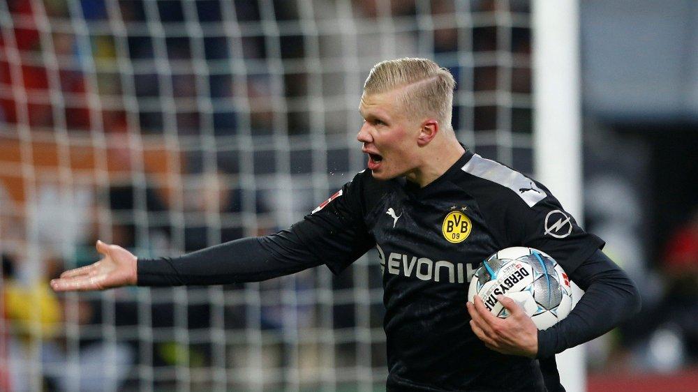 Klikk på bildet for å forstørre. MÅL, MÅL, MÅL: Erling Braut Haaland scoret tre ganger mot Augsburg i Bundesliga-debuten.
