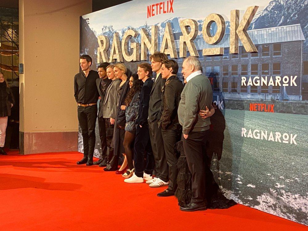 Klikk på bildet for å forstørre. PREMIERE: Skuespillerne bak den nye Netflix-serien «Ragnarok» stilte torsdag opp på premiere i Colosseum.