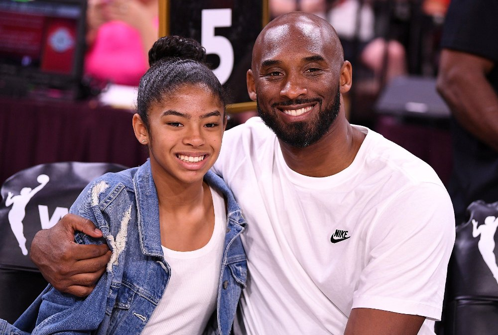 Klikk på bildet for å forstørre. FILE PHOTO: Jul 27, 2019; Las Vegas, NV, USA; Kobe Bryant is pictured with his daughter Gianna at the WNBA All Star Game at Mandalay Bay Events Center. Mandatory Credit: Stephen R. Sylvanie-USA TODAY Sports/File Photo