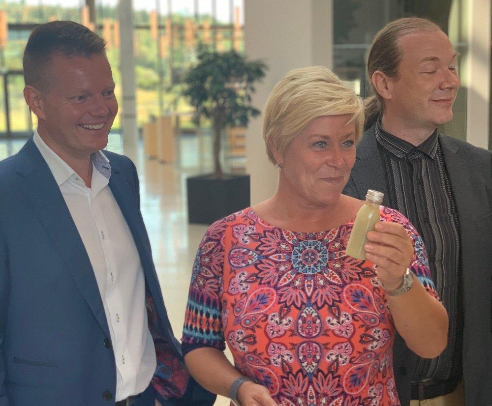 Klikk på bildet for å forstørre. LEIRE: CEO Ole Kristian Sivertsen og gründer Ole Morten Olesen fikk besøk av finansminister Siv Jensen i 2019.