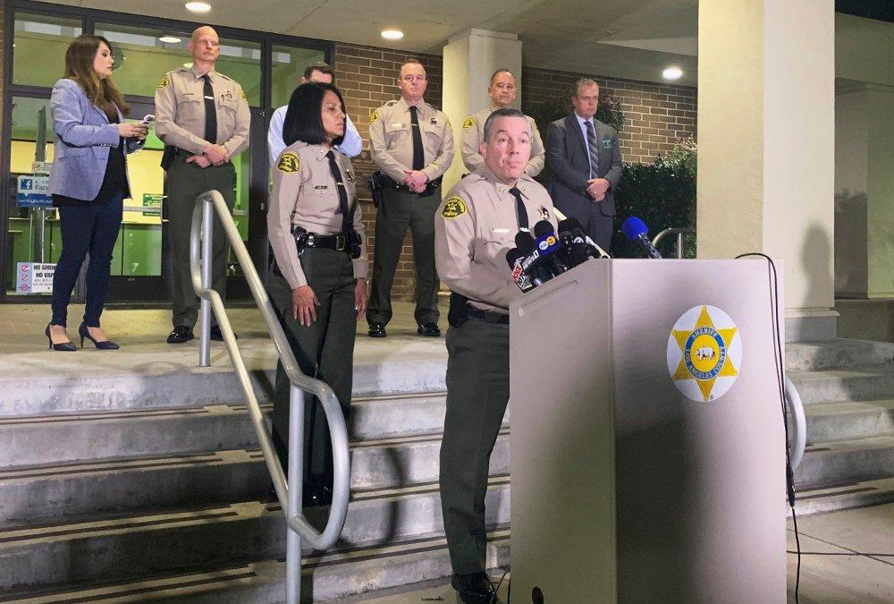 Klikk på bildet for å forstørre. KRITISK: Los Angeles Countys politisjef, Alex Villanueva, var ikke nådig overfor medienes dekning av ulykken.