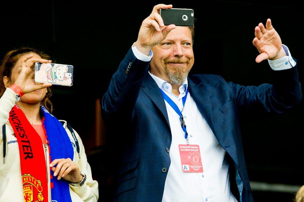 Klikk på bildet for å forstørre. Erik Espeseth, daglig leder i Vålerenga Fotball, redegjorde for klubbens økonomiske situasjon fredag kveld.