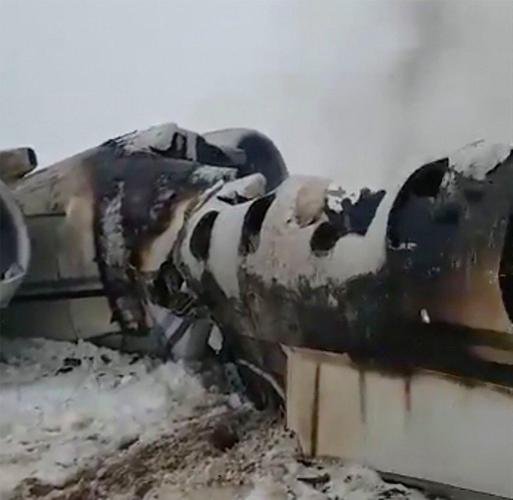 Klikk på bildet for å forstørre. FLYET: Dette bildet skal vise flyet som styrtet mandag i et Taliban-kontrollerte omådet i Afghansitan.