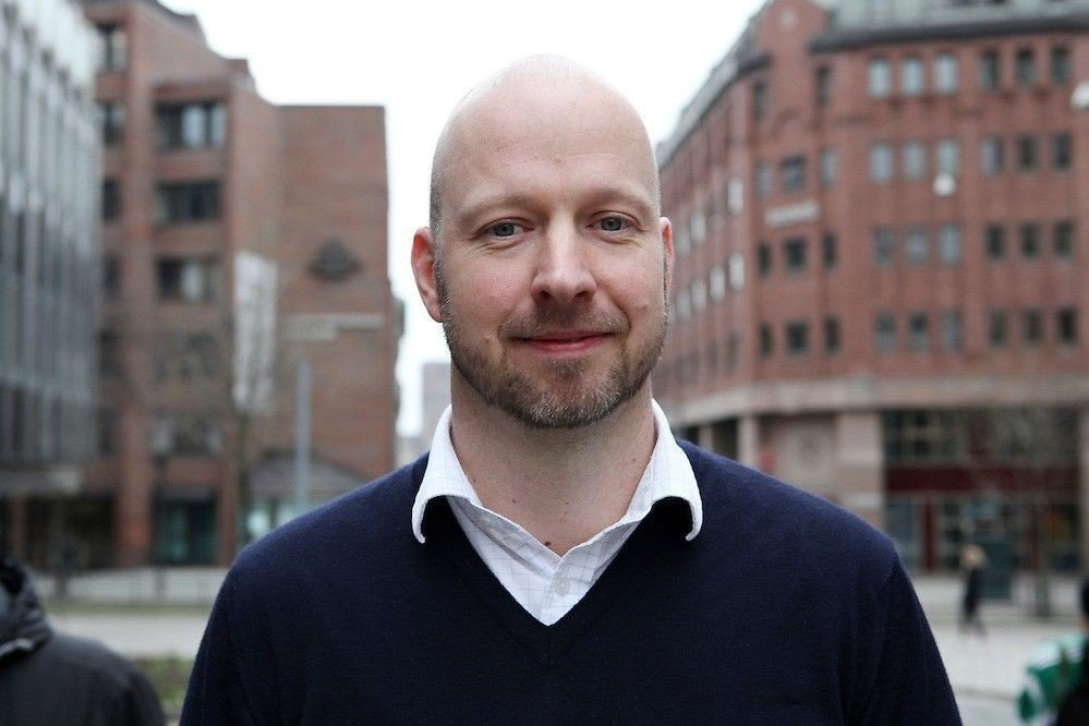 Klikk på bildet for å forstørre. TOBAKKSSJEF: Avdelingsdirektør Jakob Lindhave i Helsedirektoratet har ansvar for å følge opp tobakksskadeloven.