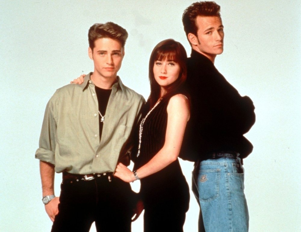 Klikk på bildet for å forstørre. FØR: Shannen Doherty fra «Beverly Hills 90210»-tiden, omflankert av Jason Priestley og Luke Perry.