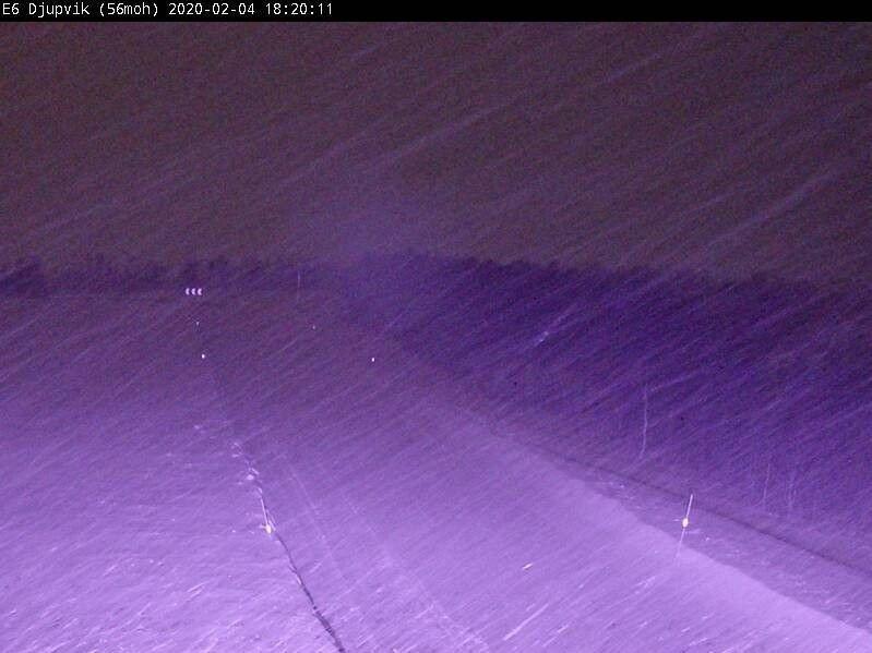 Klikk på bildet for å forstørre. VINTERLIG: Slik så det ut på E6 i Djupvik utenfor Tromsø tirsdag kveld.