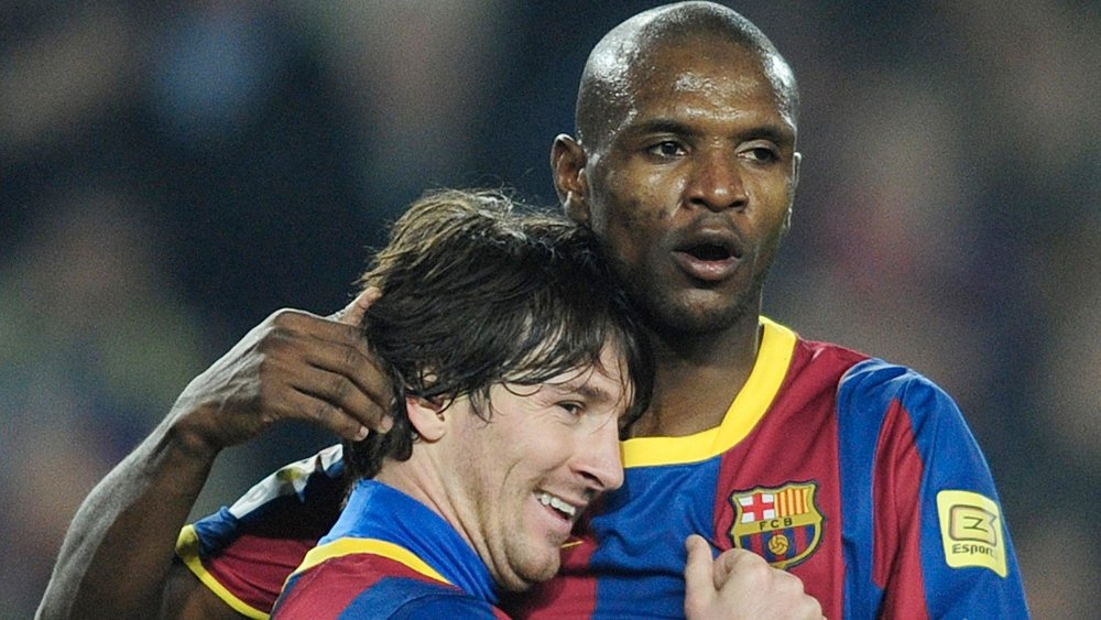 Klikk på bildet for å forstørre. NÆRE: Lionel Messi og Eric Abidal var lagkamerater i Barcelona.