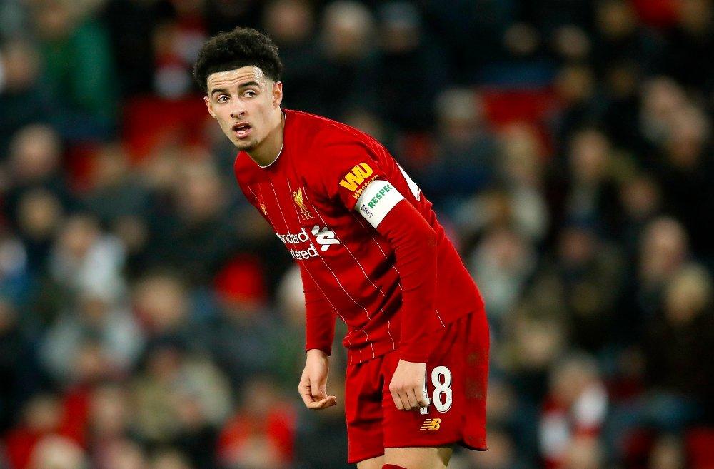 Klikk på bildet for å forstørre. KAPTEIN: Unge Curtis Jones fikk lede Liverpool som kaptein mot Shrewsbury.