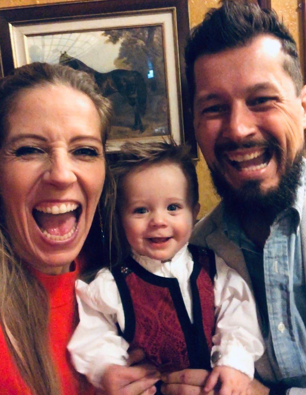 Klikk på bildet for å forstørre. EN LYKKELIG FAMILIE: Dette bildet ble tatt julen 2018, drøyt syv måneder før samboeren gikk bort.