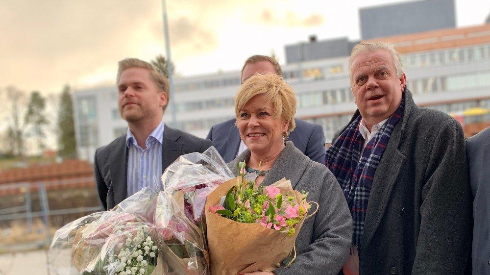 Klikk på bildet for å forstørre. RUSHTIDSBLOMSTER: Partileder Siv Jensen og Lars Arne Moi Nilsen.