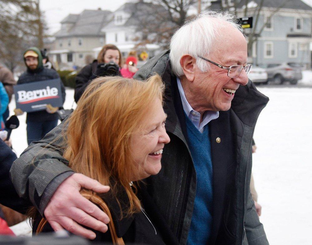 Klikk på bildet for å forstørre. Bernie Sanders ligger an til å vinne Demokratenes primærvalg i New Hampshire foran Pete Buttigieg og Amy Klobuchar.