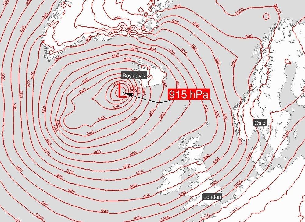 Klikk på bildet for å forstørre. I helgen kan det nærme seg rekordlavt trykk i Nord-Atlanteren. Den gjeldende rekorden er fra 10. januar 1993.