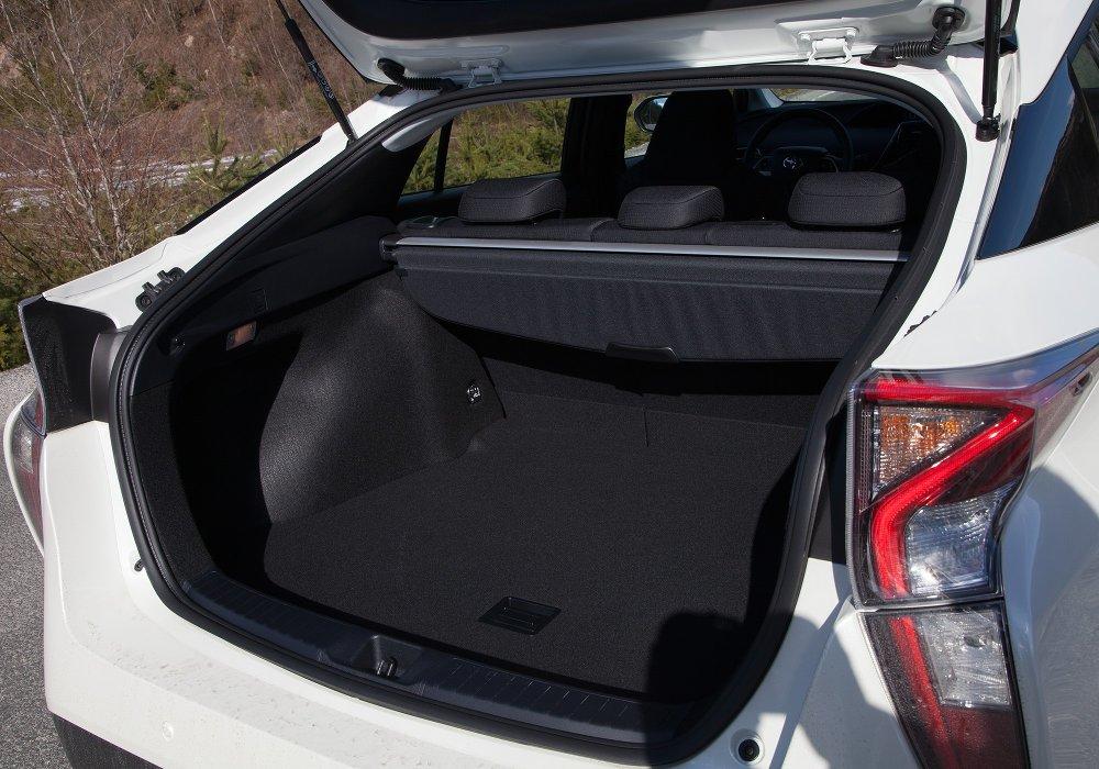 Klikk på bildet for å forstørre. Bagasjerommet på en vanlig Prius.