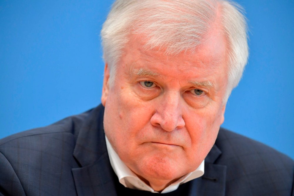 Klikk på bildet for å forstørre. German Interior Minister Horst Seehofer attends a press conference, on February 21, 2020 in Berlin, after the deadly mass shooting born of racist motives in Hanau February 19, 2020. - Seehofer said that the police presence would be increased across the country to counter the