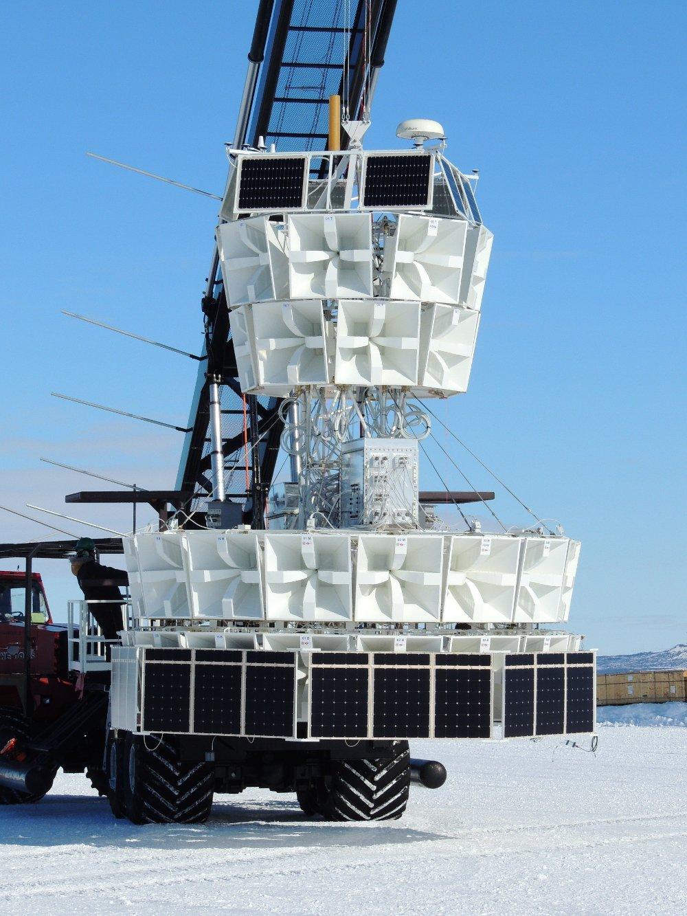 Klikk på bildet for å forstørre. Bilde av nøytrinodetektoren ANITA på Antarktis.
