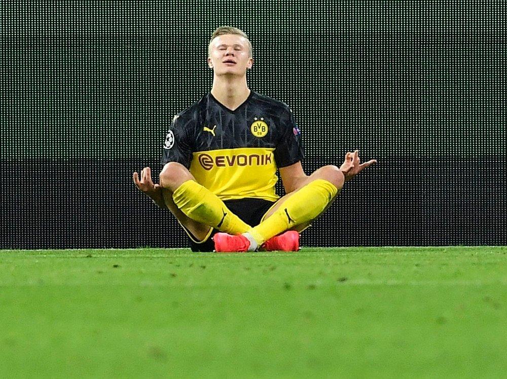Klikk på bildet for å forstørre. SOM SKJÆRA PÅ TUNET: Erling Braut Haaland etter scoring i Champions League.