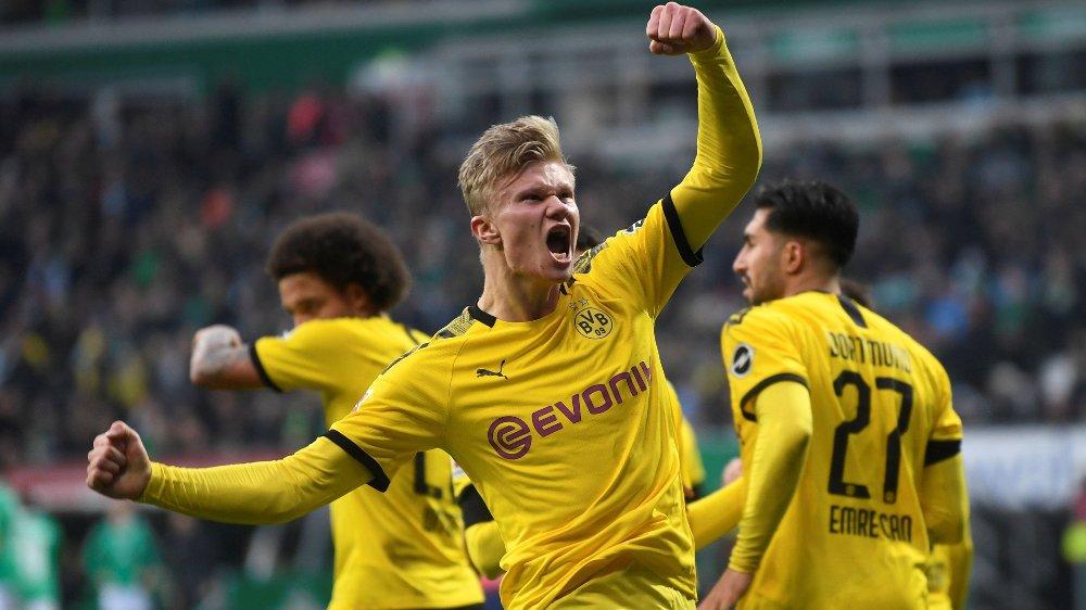 Klikk på bildet for å forstørre. STJERNE: Erling Braut Haaland banker inn mål for Dortmund.