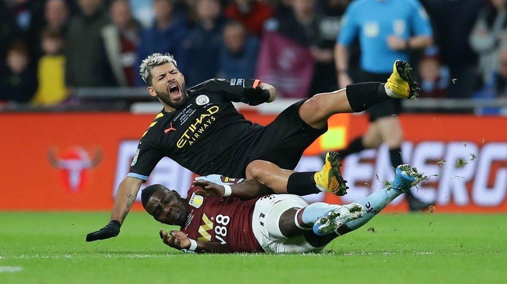 Klikk på bildet for å forstørre. GRISETAKLING: Marvelous Nakamba gikk knallhardt inn i en takling på Sergio Aguero.