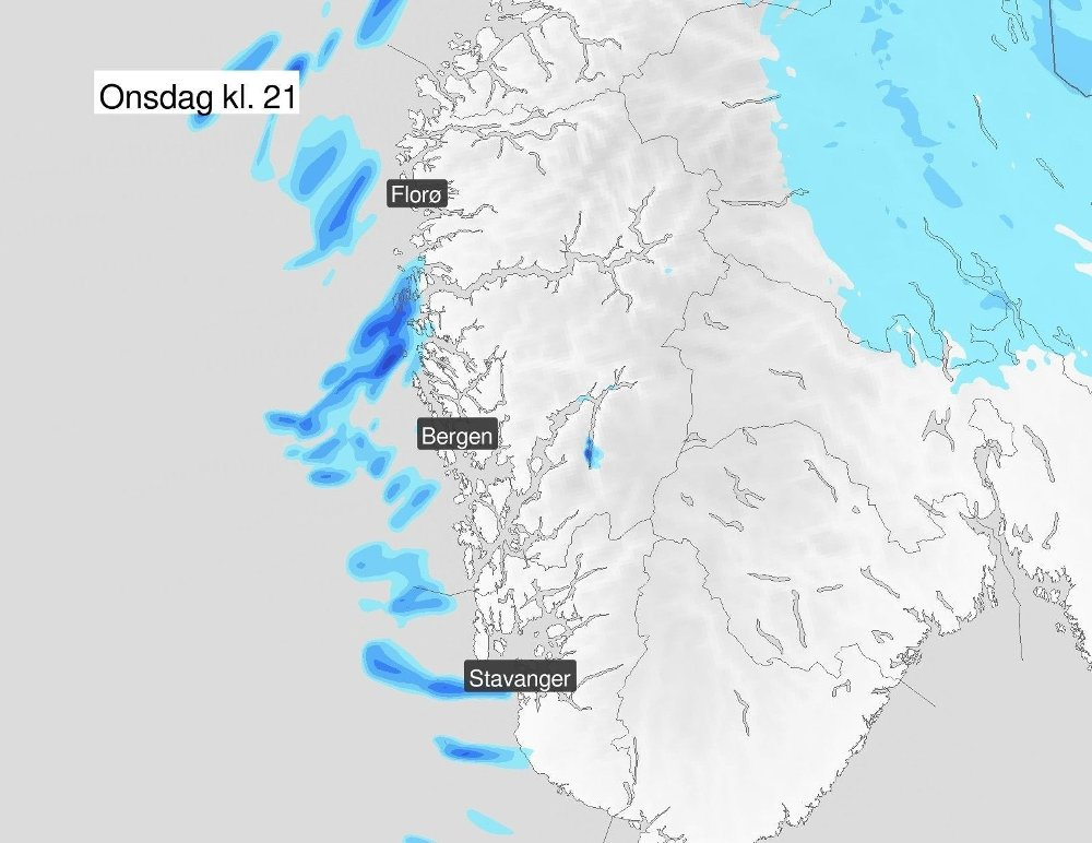 Klikk på bildet for å forstørre. BYGER FRA VEST: Meteorologene venter stort sett opphold på Vestlandet sør for Stad onsdag, men på kvelden sniker det seg inn noen byger fra vest.