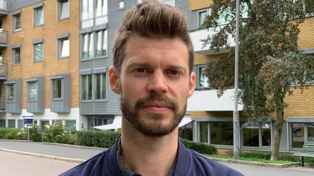 Klikk på bildet for å forstørre. Bjørnar Moxnes utenfor Uranienborghjemmet.