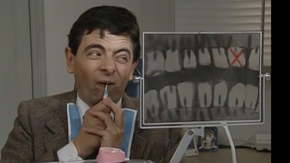 Klikk på bildet for å forstørre. BORE: Må du bore er det nok lurt å gå til tannlegen, og ikke følge Mr. Bean-tilnærmingen. Men mye kan fikses på egen hånd, ifølge fylkestannlegen i Innlandet.