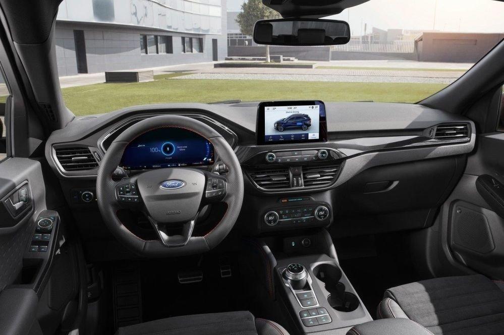 Klikk på bildet for å forstørre. Slik ser det ut inne i nye Ford Kuga.