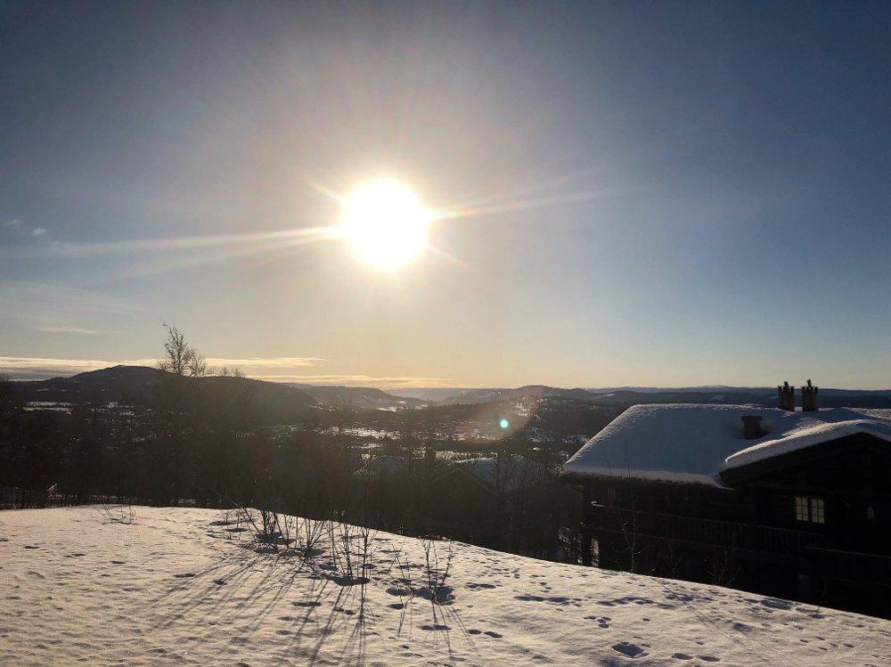 Klikk på bildet for å forstørre. påske hytte sol fjell