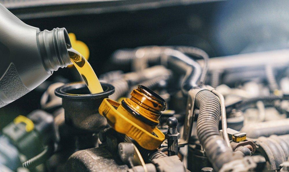 Klikk på bildet for å forstørre. Det er enklere enn du tror å skifte olje på bilen. Noe alle som har gjort det i hvert fall en gang vet.